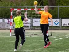 Luna (16) uit Hardenberg wil dolgraag handballen en probeert daarom haar eigen club te beginnen