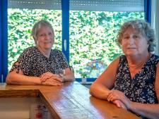 Vriendinnen Nell en Corry kregen samen een lintje: 'Het is een hobby, we doen het echt met plezier'