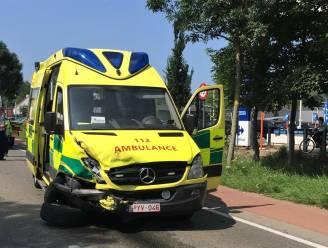Ziekenwagen zwaar beschadigd na hevige botsing in Koksijde: alweer opdoffer voor Brandweer Westhoek