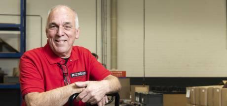 Hengeloër Kwast (76) heeft al elf jaar AOW, maar werkt  nog steeds bij Reobijn: 'Het houdt me fit'