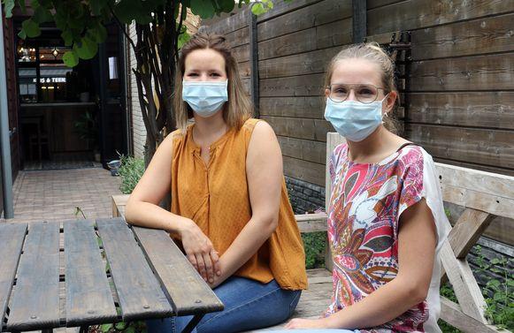 Jana Vervoort (l.) en Evelien Boeckx, uitbaatsters van theehuisje TheeKan in de Zandstraat.
