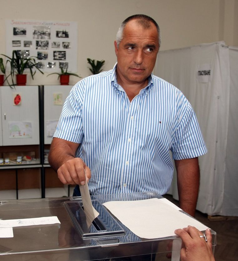 De burgemeester van Sofia Boyko Borisov (GERB) brengt zijn stem uit. Beeld UNKNOWN