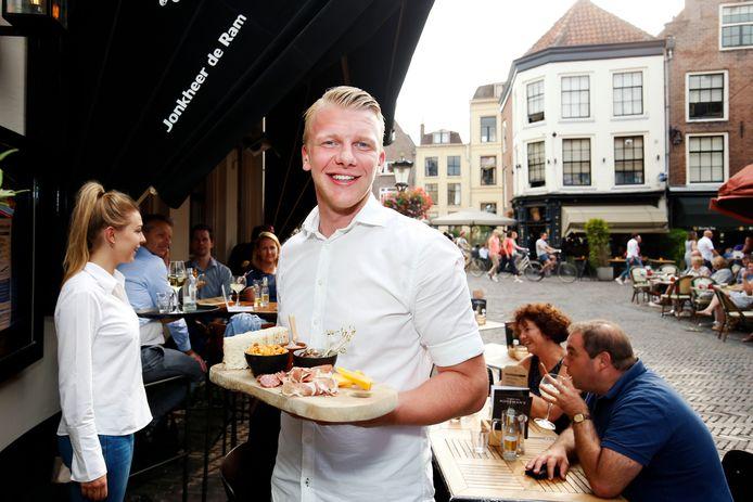 Bram Ouendag, bedrijfsleider van restaurant Jonkheer de Ram aan het Wed in Utrecht.
