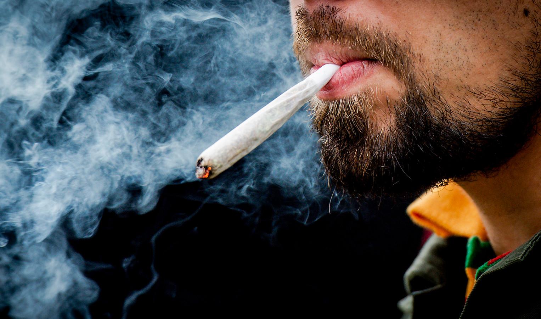 Een jointje roken in de coffeeshop? In Rotterdam is dat straks niet meer zo vanzelfsprekend.