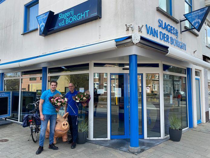 Rik en Erik van der Borght zijn in de bloemetjes gezet door bewonersplatform Fort-Zeekant in Bergen op Zoom. Zij traden kordaat op bij de brutale diefstal van de portemonnee van mevrouw Goossens (90). Het platform zette nog meer bijzondere wijkbewoners in de bloemen.