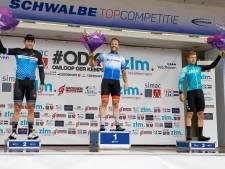 Nat pak en huwelijkspak voor winnaar Roy Eefting van de Omloop der Kempen