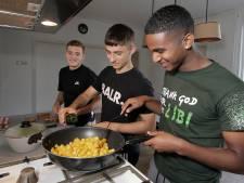 'Huisje Veghel' thuisbasis voor viertal TOP Oss: 'Hij kan écht goed koken'