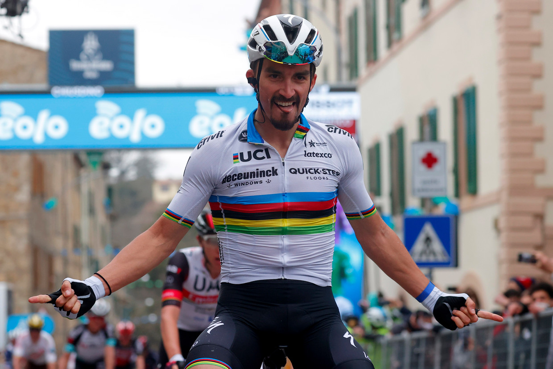 Alaphilippe wint de 2de rit in de Tirreno-Adriatico. Beeld Photo News