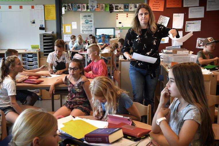 In het gros van de leerjaren voegt diepgaande vakkennis en academische denkwijze niks toe aan de dagelijkse praktijk in de klas. De leraar is vooral bezig met 'klassenmanagement'. Beeld Marcel van den Bergh