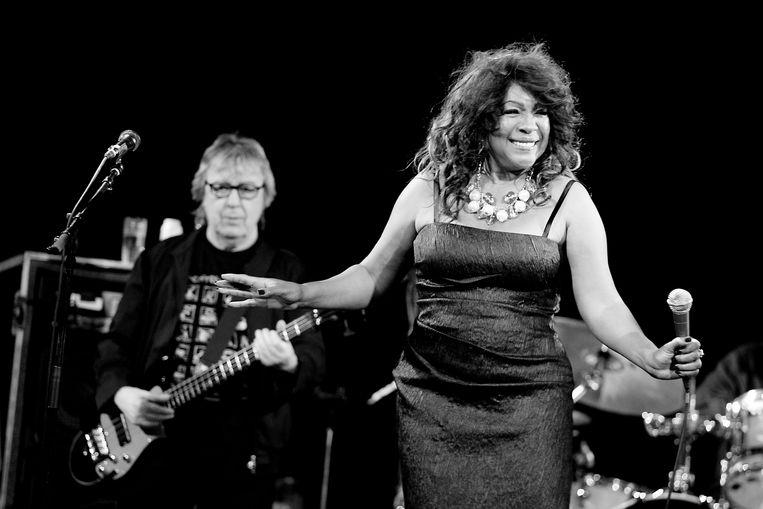 Mary Wilson treedt op als gastzangeres tijdens het concert van Bill Wyman's Rhythm Kings in de Melkweg. Beeld ANP Kippa