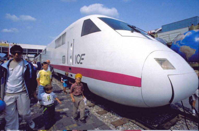 Reizigers van Amsterdam naar Duitsland kunnen met een binnenlandse trein naar Arnhem en vandaar verder met de bus naar Emmerich. Foto ANP Beeld