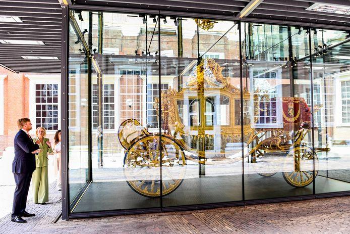 Koning Willem Alexander tijdensde opening van de tentoonstelling ?e Gouden Koets' in het Amsterdam Museum. Na een restauratie van ruim 5 jaar zal de Gouden Koets van vrijdag 18 juni tot zondag 27 februari 2022 te bezichtigen zijn voor publiek.