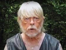 """Renaud sort une chanson sur le Covid-19 et défend le """"brave Docteur"""" Raoult"""