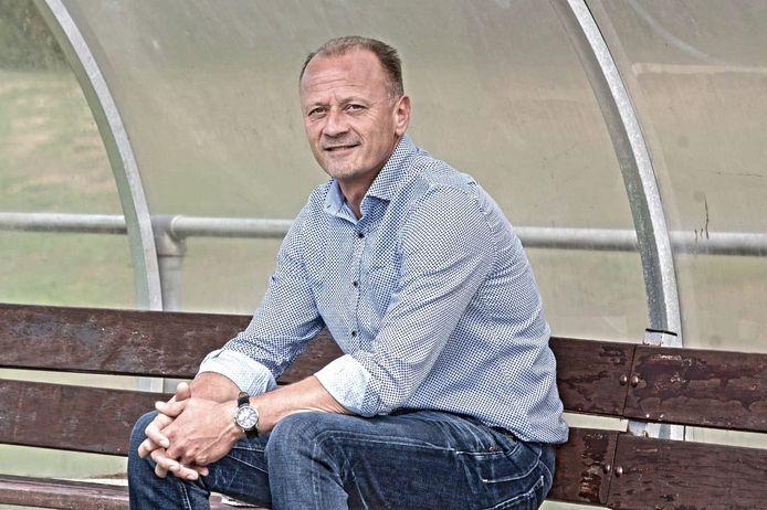 Edwin Verheijen is ook volgend seizoen trainer van SCO.