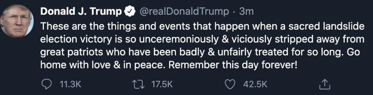 In een paar minuten tijd kon deze tweet nog veel reacties en likes uitlokken, voordat er een label bij kwam en later helemaal werd verwijderd Beeld Twitter