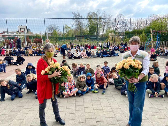 Immaculata neemt afscheid van juf Sonja (links) en juf Suzanne (rechts), die op pensioen gaan
