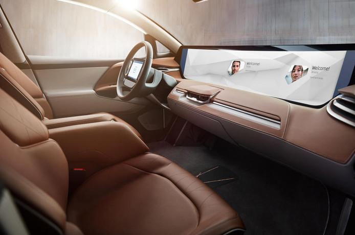 Het Chinese Future Mobility presenteert op de CES hun Byton: een elektrische wagen met een aanraakscherm dat het hele dashboard bestrijkt. De auto werkt samen met Amazon's digitale assistent Alexa. De bolide moet in 2019 op de markt komen.
