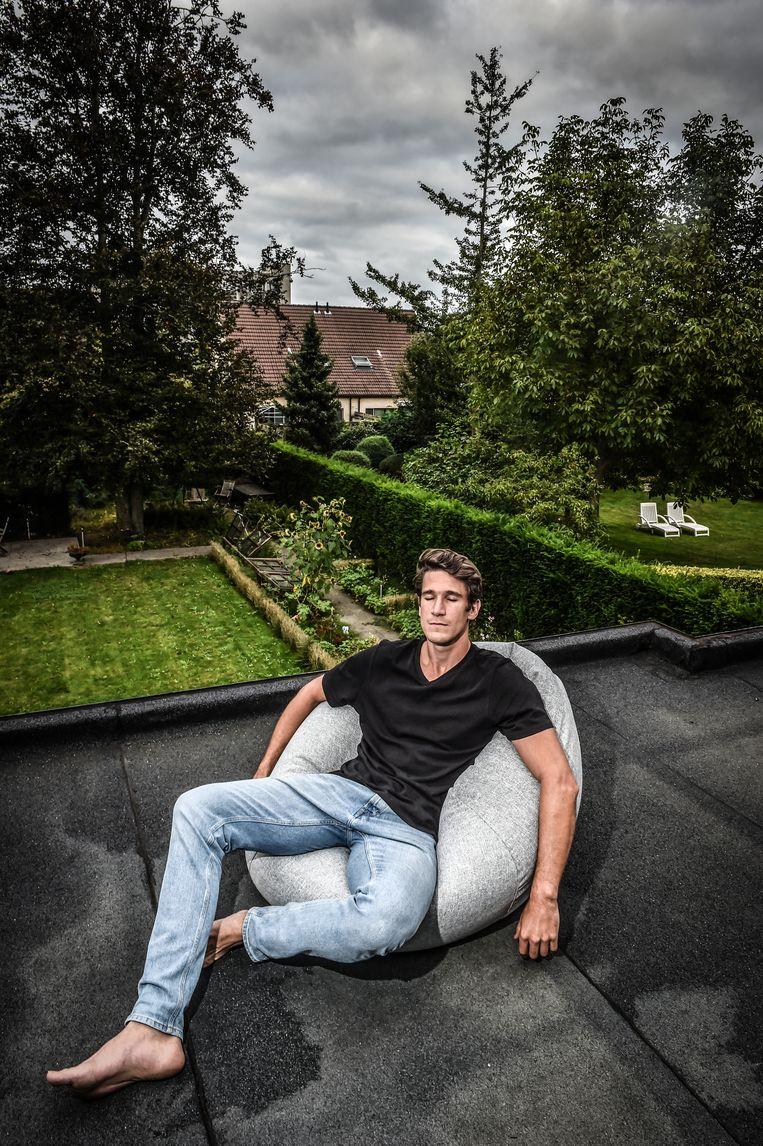 Thomas Van der Plaetsen: 'Ik ben pas beginnen te mediteren na de dood van mijn vader, in de hoop nog een connectie met hem te vinden.' Beeld Koen Bauters