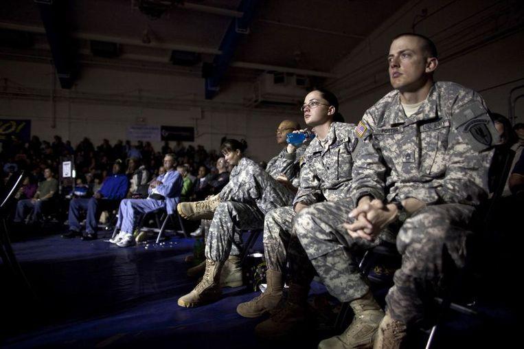 Toeschouwers kijken naar de 'All Army Boxing Championship' Fort Huachuca,  Arizona. De winnaars gaan vervolgens verder deelnemen aan de 'Armed Forces Boxing Championships' om te vechten tegen militairen van de mariniers, marine en luchtmacht. <br /> Beeld reuters
