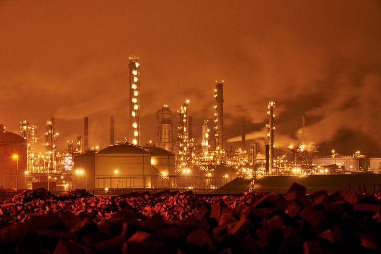De Shell Chemie-raffinaderij bij Moerdijk. Beeld Hollandse Hoogte / Nico Garstman