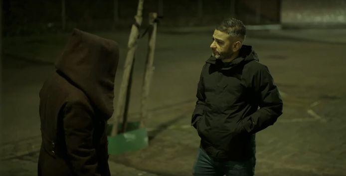 Danny Ghosen in gesprek met een straatprostituee zonder vergunning op de tippelzone in Nijmegen.