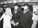 Nelly en Willy van der Kuijlen vieren samen met Johan Cruijff en zijn toekomstige echtgenote Danny carnaval in Helmond in 1968.