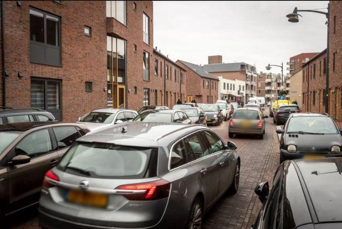 Verkeersdrukte in de Heistraat in Helmond.