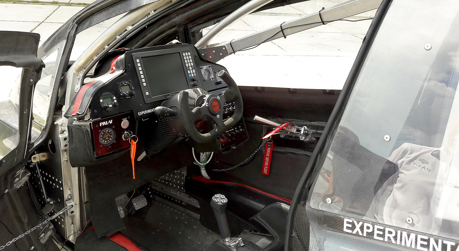 Cockpit van de gyrocopter.