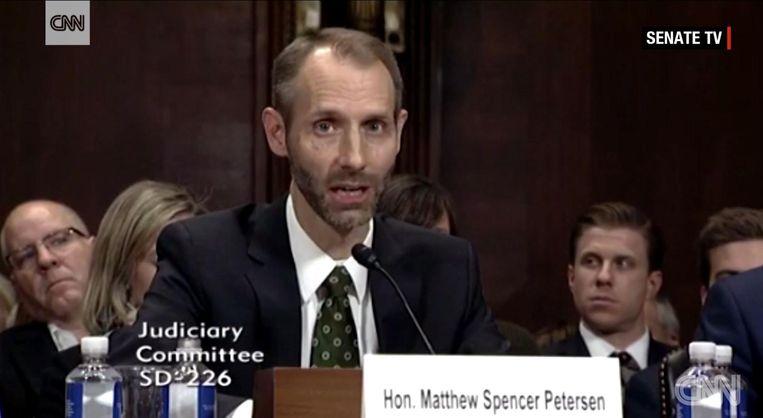 Bij een examen bleek de Republikeinse senator Matthew Petersen zelfs de basisprocedures niet te kennen. Beeld