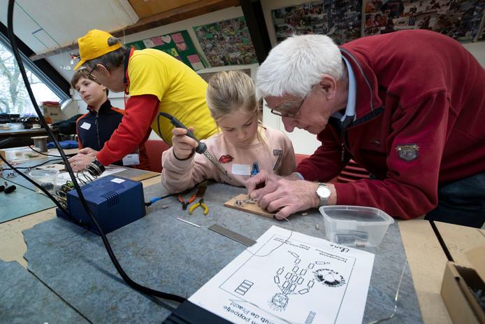 Bij groep 7 van de Christoffelschool in Aalst staat de maand januari in het teken van de techniek. Zo volgen de leerlingen onder meer een techniekworkshop in gemeenschapscentrum De Pracht