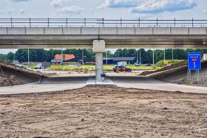 Het nu nog landelijke Oosteind aan de andere kant van de nieuwe aansluiting op de A27 in aanbouw (de foto is een jaar geleden gemaakt).