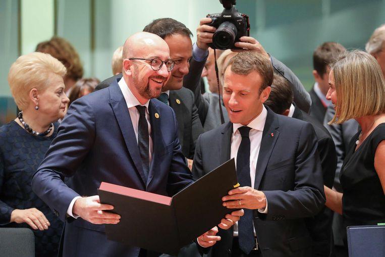 Charles Michel (L) en Emmanuel Macron (R) zullen onder andere migratie bespreken.