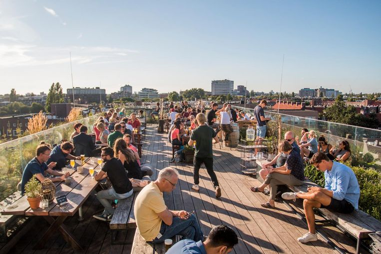Hopp serveert naast lokale bieren ook twee eigen gebrouwen bieren Beeld Jesper Boot