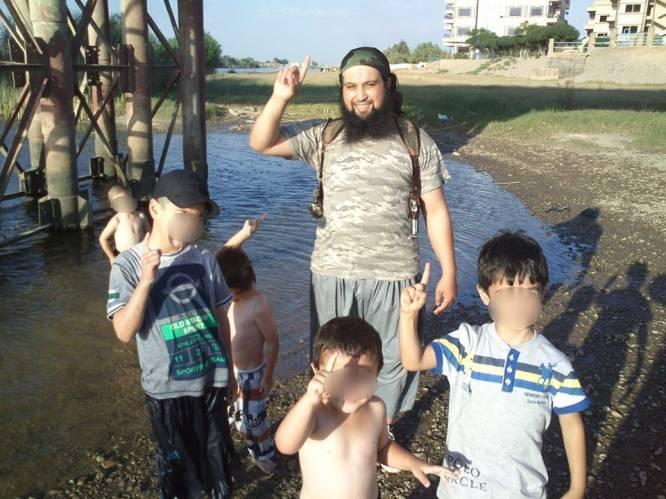 """PORTRET. Hicham Chaib, de """"zachtaardige"""" Syriëstrijder voor wie er in werkelijkheid niet genoeg bloed kon vloeien"""