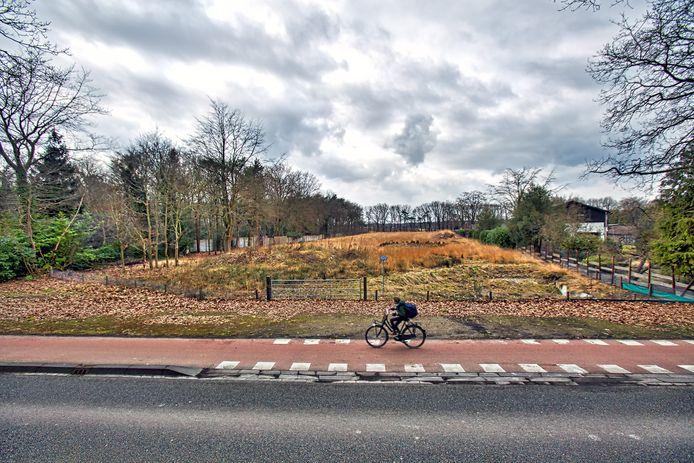Aan de Bredaseweg 162 in Oosterhout stond tot de oorlog hotel Metropole, na de oorlog werd het terrein bekend als het terrein van Vrakking Autobanden. Enige tijd terug heeft de gemeente het perceel gekocht om landgoed Oosterheide aan te laten sluiten op de Vrachelse Heide. Het pand op het terrein is gesloopt en de grond is gesaneerd. Teruggegeven aan de natuur begint het terrein nu vorm te krijgen.