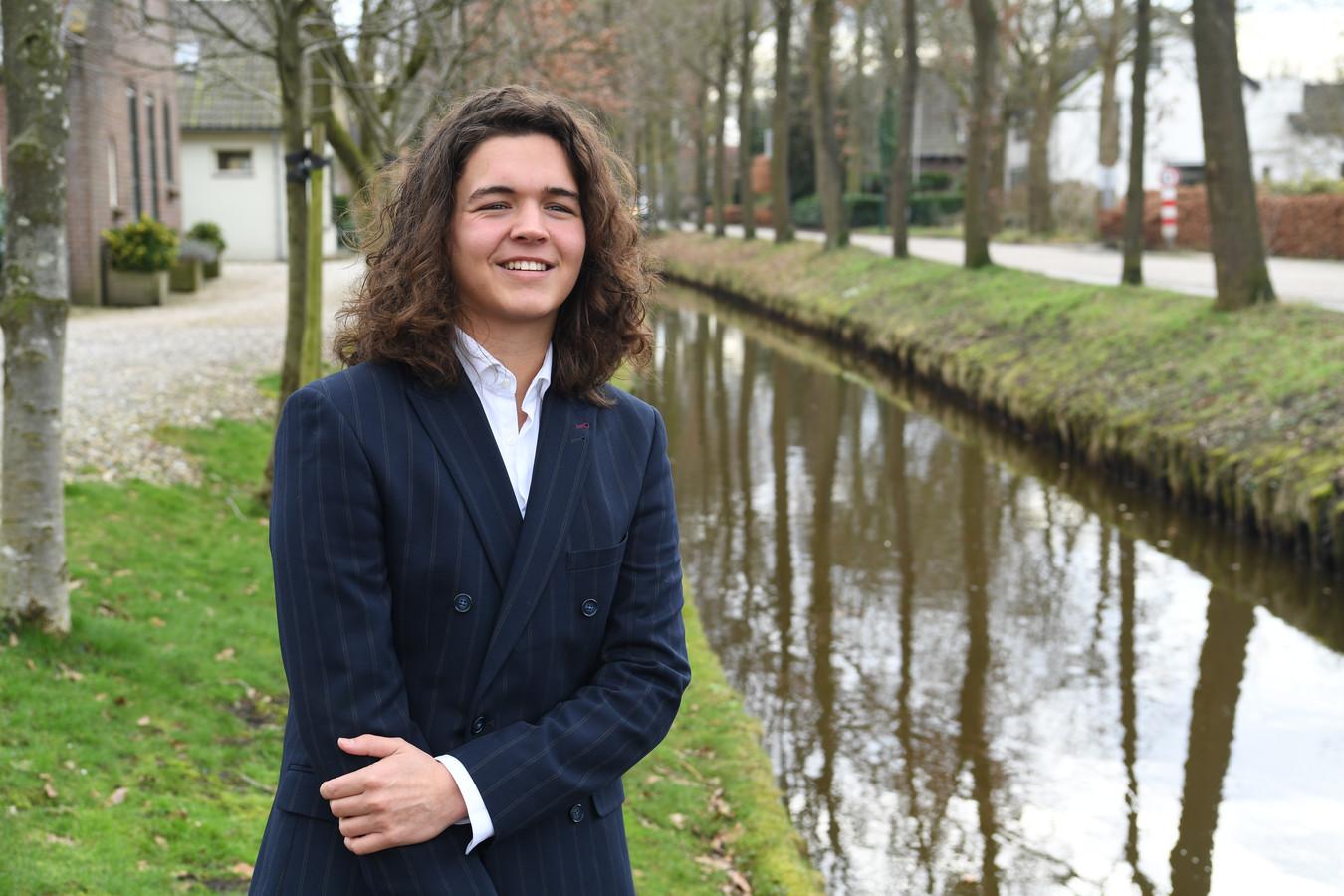 Sem Rozendaal uit 's Gravenmoer, eerder bekroond tot de Strot van Oosterhout, doet mee met The Voice. Hij zit inmiddels bij de laatste zeven kandidaten.