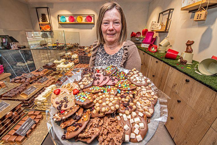 Lekker fris bij Chocolaterie Van Parijs. Zo fris zelfs dat zaakvoerster Myriam Vanhaverbeke een warme pull draagt.