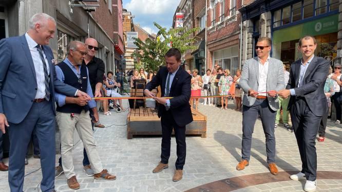Vernieuwde Winkelwandelstraat met uitgebreide voetgangerszone is officieel geopend