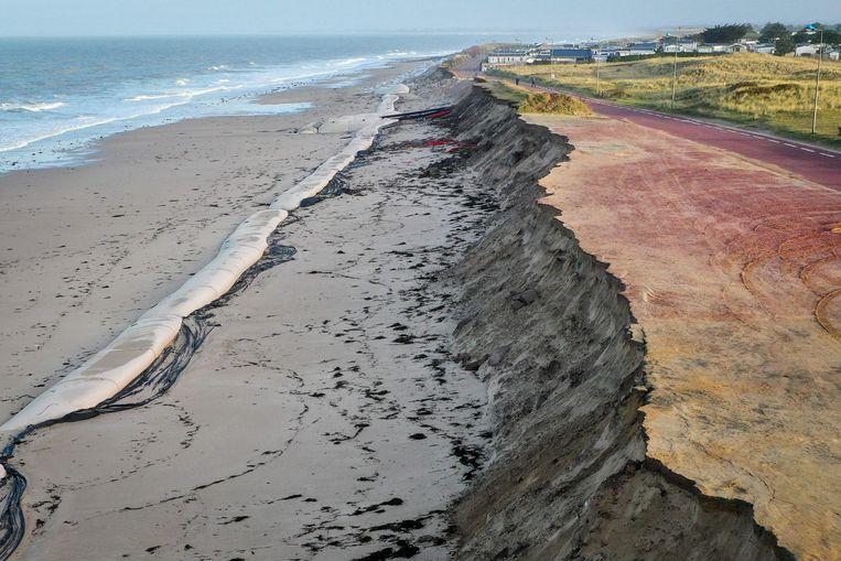 Storm Ciara zorgde op sommige plekken aan de kust voor forse erosie van de duinen. Beeld AFP