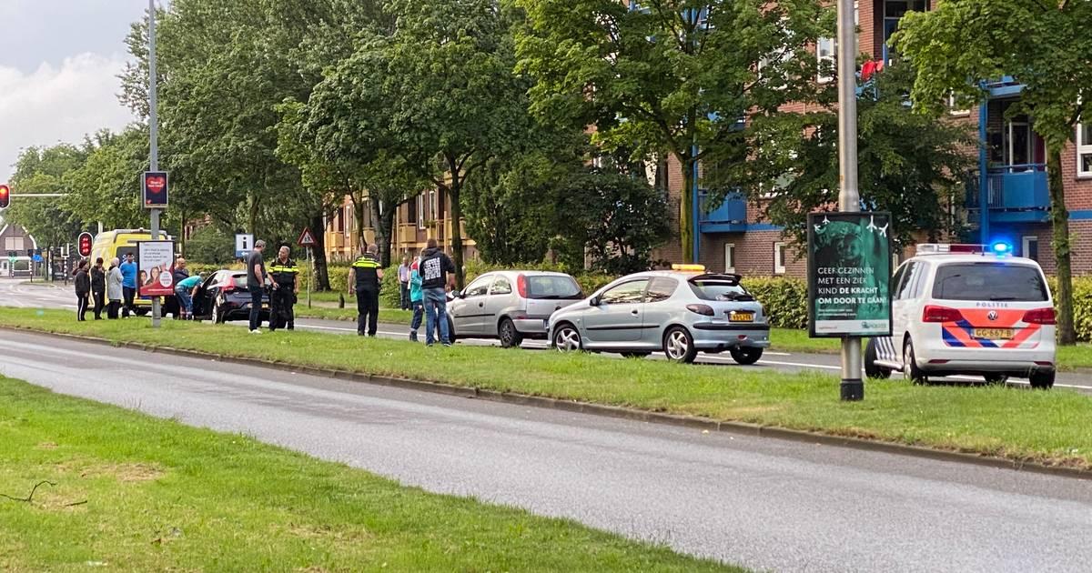 Vrouw gewond nadat ze van achteren wordt aangereden in Almelo.