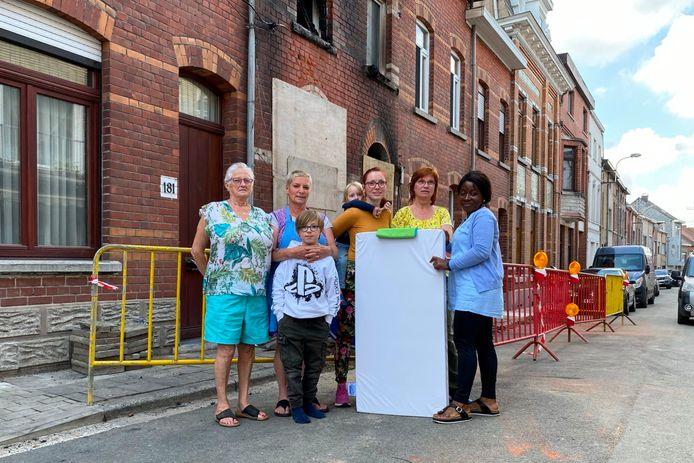Enkele vrouwen uit de Buizemontstraat in Geraardsbergen zijn een inzamelactie gestart om de door de brand getroffen gezinnen te helpen.