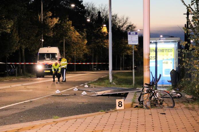 In Goes zijn afgelopen nacht twee fietsers om het leven gekomen toen ze geschept werden door een auto.