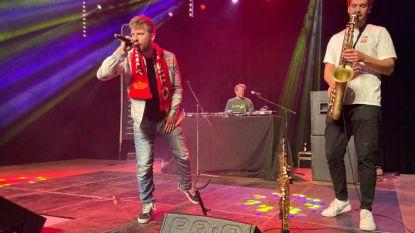 """VIDEO: Benefietconcert Tourist LeMC levert 20.000 euro op voor goede doel: """"Presenteerden beste van 20 jaar Antwerpse hiphop"""""""