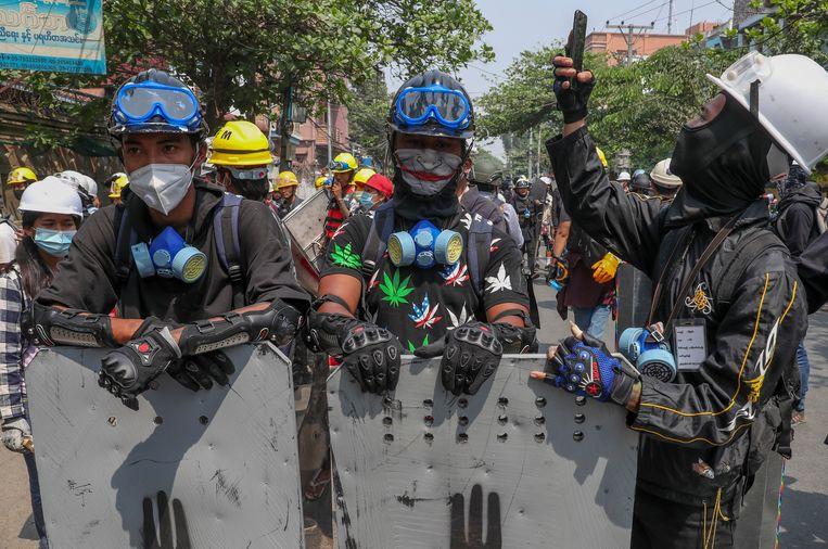 Anti-coupdemonstranten in Mandalay, Myanmar. Beeld AP