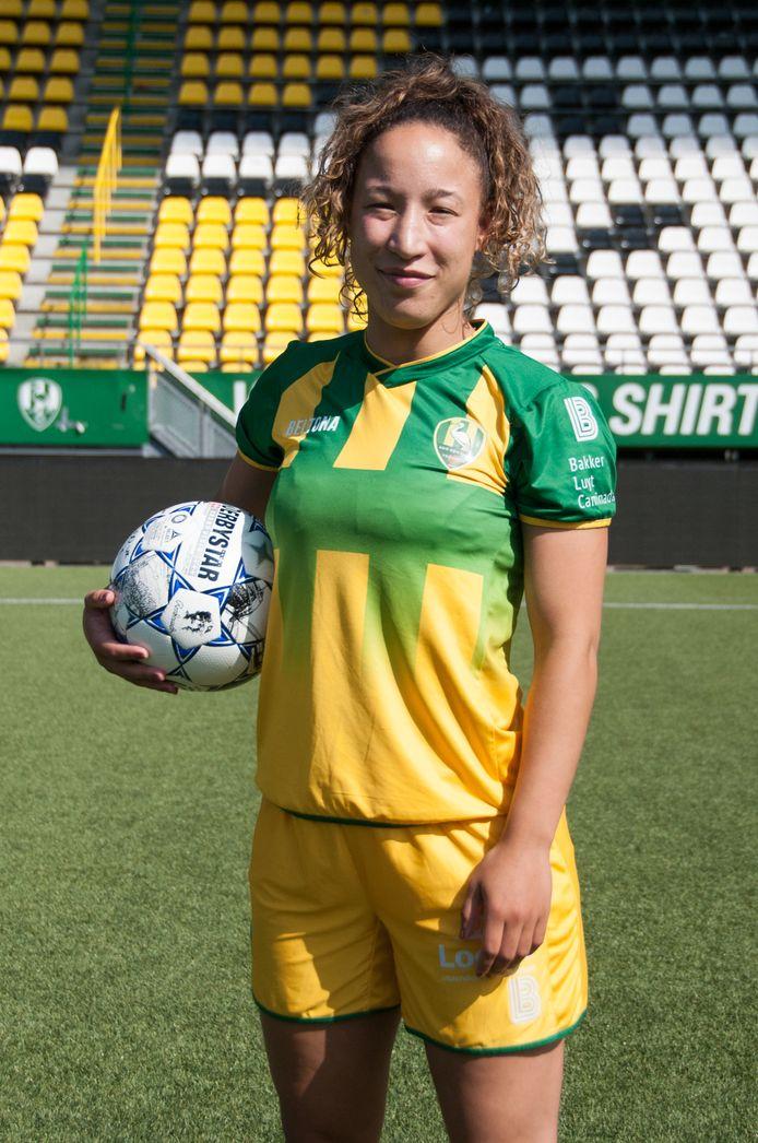Sharona Tieleman, voetbalster van ADO Den Haag, is opnieuw geblesseerd geraakt. Op 29 april wordt ze geopereerd.