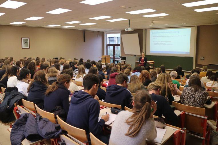 Op de Technologiecampus Gent konden zesdejaarsstudenten lessen volgens als 'Studeren op kosten van de ouders', gegeven door professor Ingrid Boone.