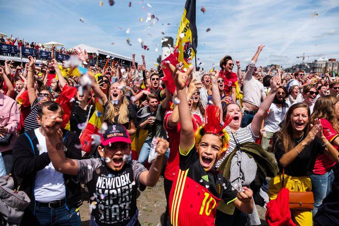 De supporters in Antwerpen vieren een Belgisch doelpunt tegen Tunesië in 2018.