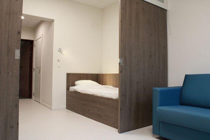 Een kamer die sterk in ruimte en verlichting moduleerbaar is en een reële mogelijkheid biedt om de familie (dag en nacht, indien nodig) te onthalen.