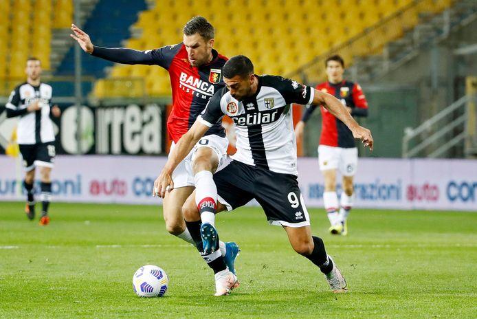 Graziano Pellè in duel met Kevin Strootman.