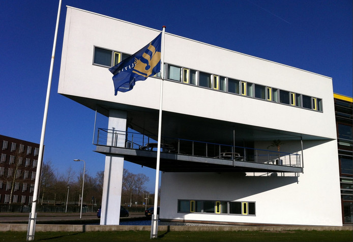 Het politiebureau in Deventer, waar het arrestantencomplex gevestigd is.